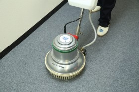 専用洗剤で徹底的に汚れを除去